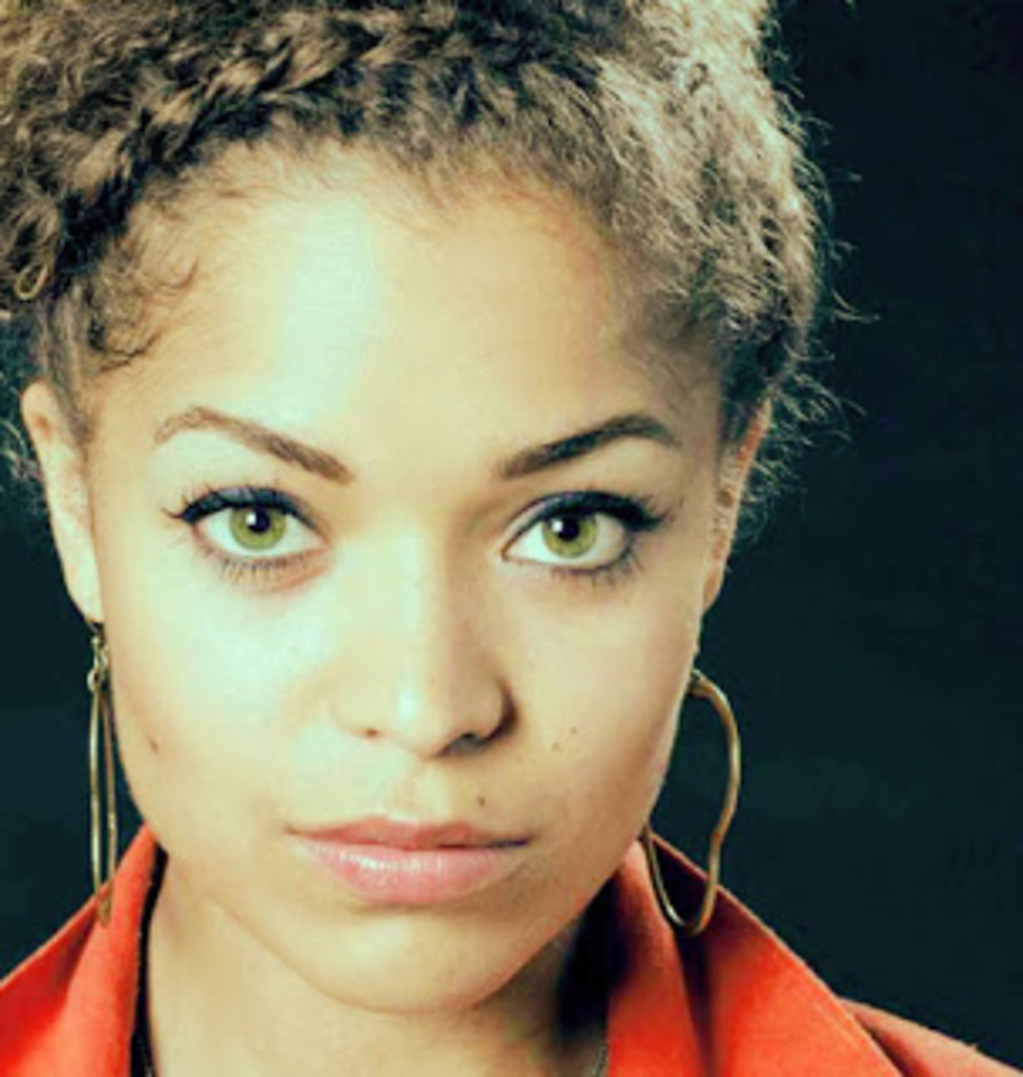 Antonia Thomas has green eyes naturally and she looks stunning. You can wear green contacts and look just as good.