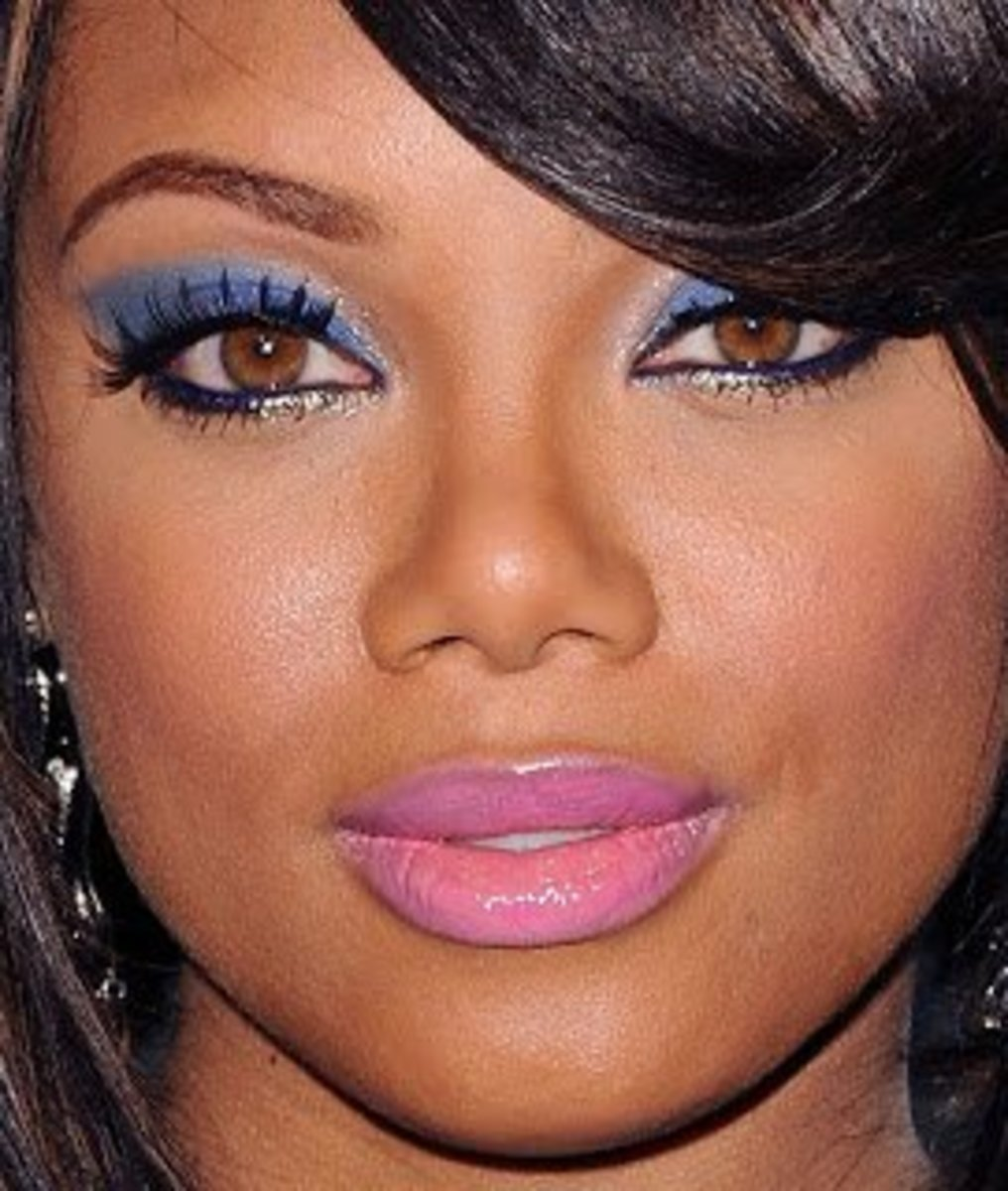 Tiffany Hines has naturally hazel eyes which look beautiful.