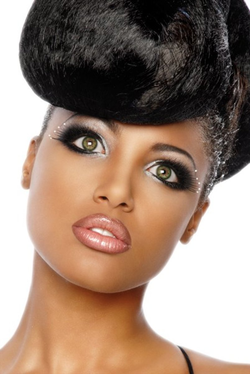 Victoria's Secret model KD Aubert has green eyes with a chestnut star-burst. If she looks this beautiful with green eyes on her lovely black skin then you can pull them off too.