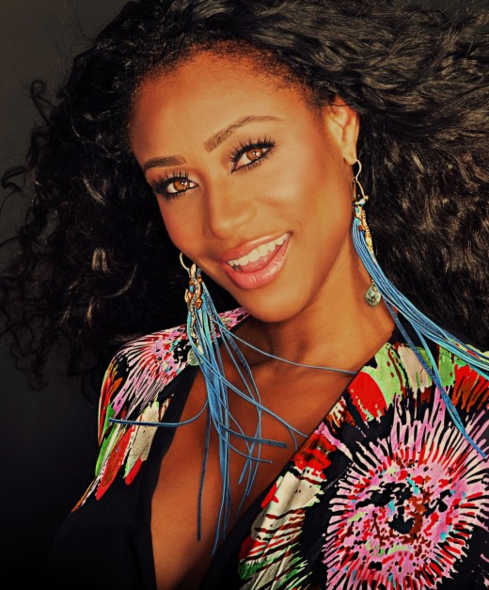 Tami Roman is a gorgeous black woman with honey brown eyes. You can wear honey-brown contacts and look equally beautiful without being worried.