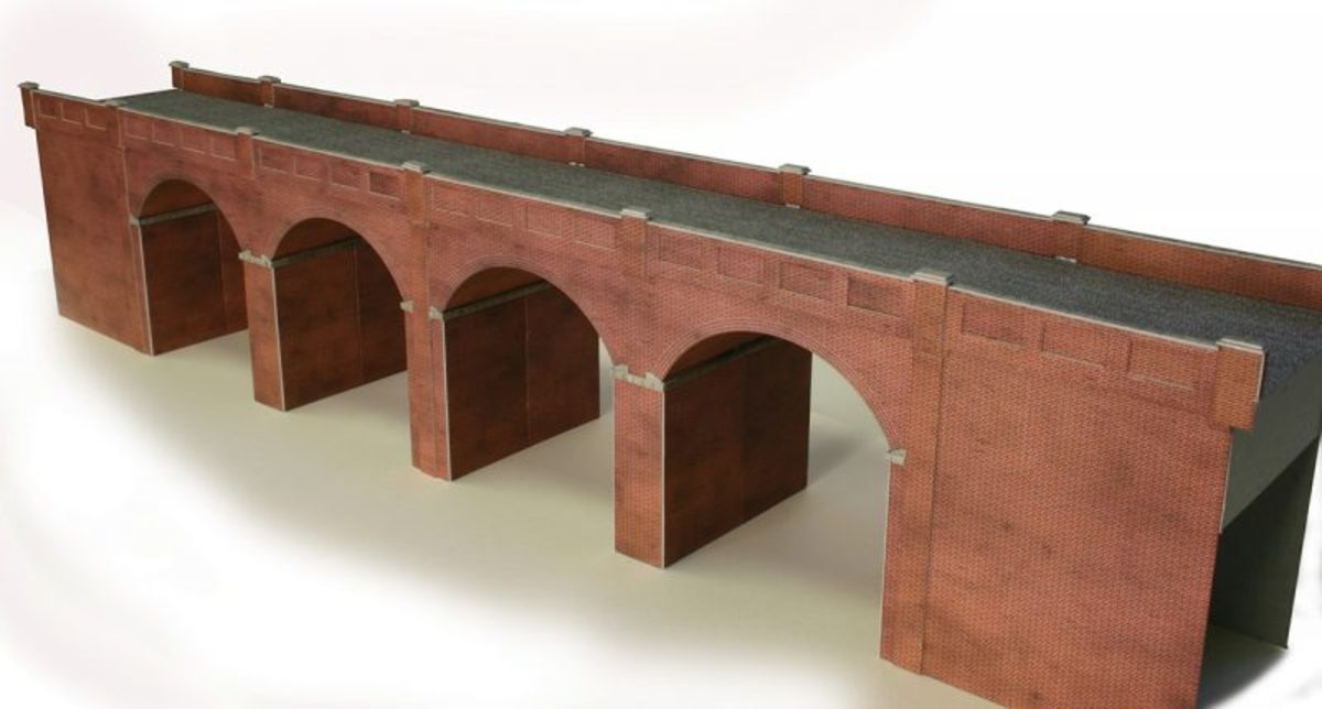 I took delivery of a couple of viaduct kits, one to add to Unit 6A, the other added to Unit 1, the fiddleyard scenic break. On Unit 6A it spans a canal and towpath as well as a narrow roadway across the unit width (10.5 inches.