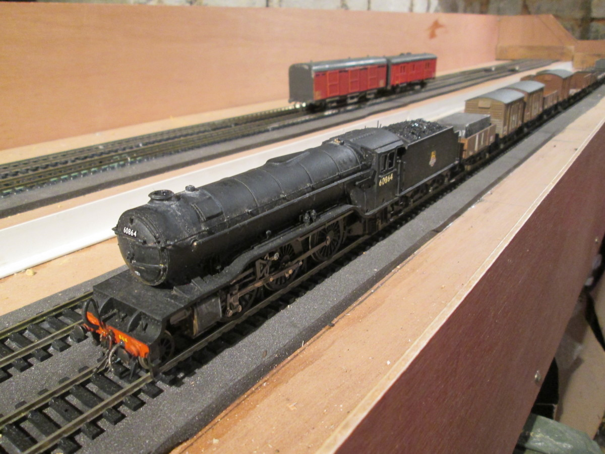 60864 on a mixed goods, on the lower level fiddleyard, Unit 1