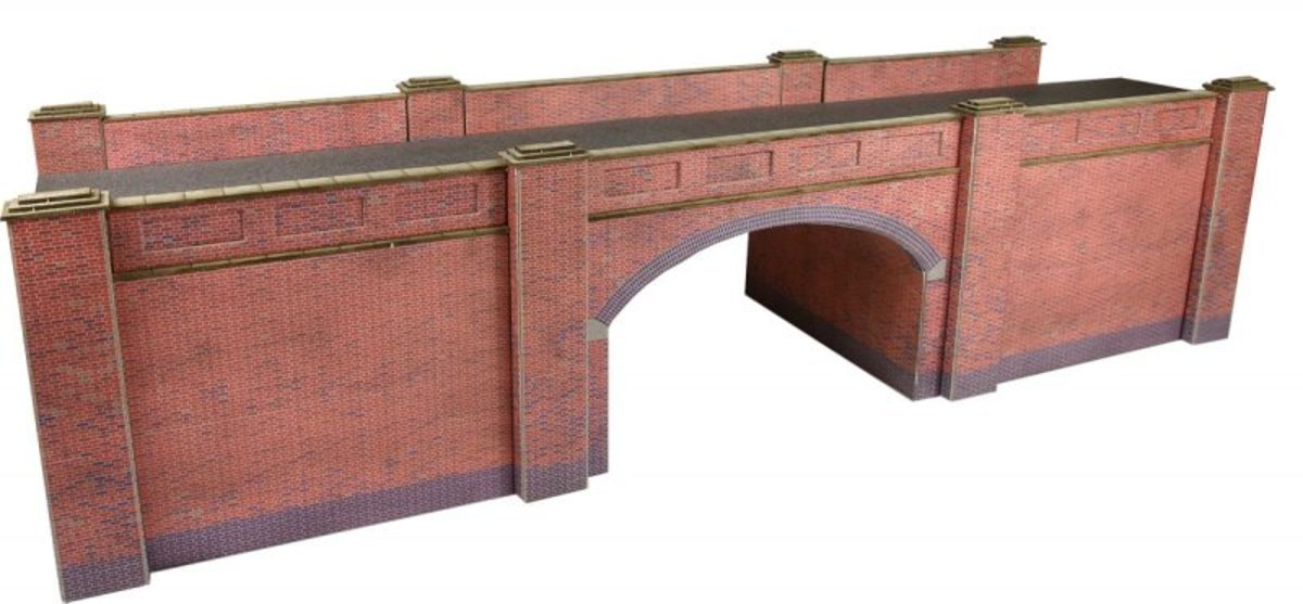 A red brick bridge kit has been modified as scene dividers on Units 4 & 5, the underside of the arches will be painted in Acrylic. On Unit 4 there's a narrow trúnkated railway, on 5 an old road