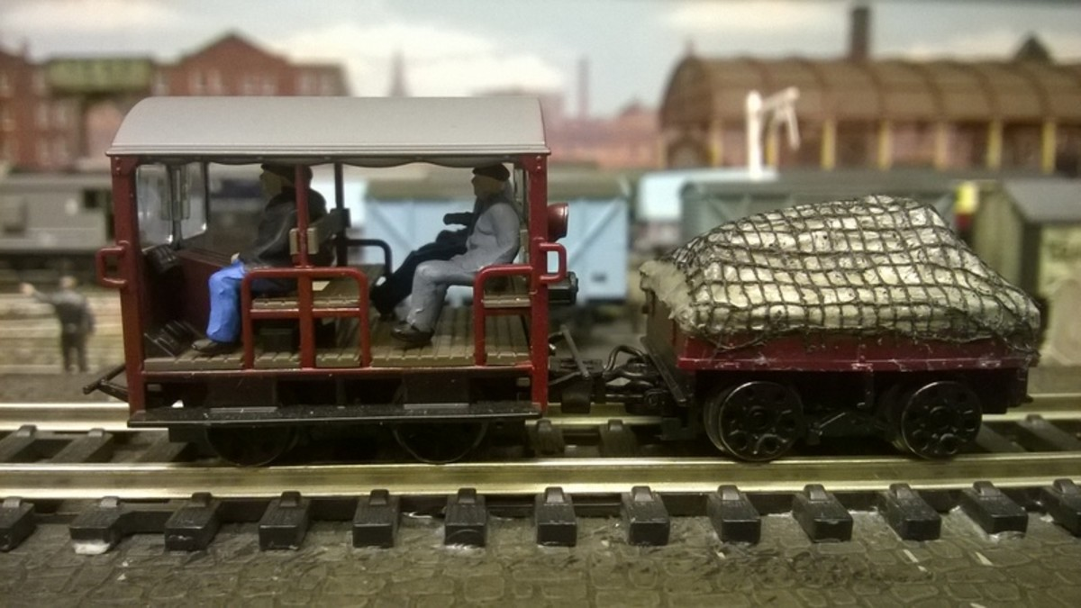 Bachmann Branchlines' Wickham Gangerrs' trolley complete with crew and tool/materials trailer - Bachmann has chosen a later prototype with safety rails for its production model