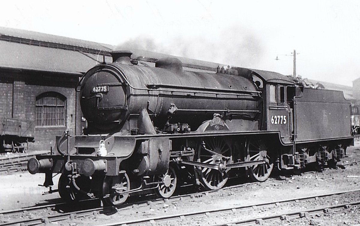 62775 'The Tynedale' was the last D49/2 built. In 1950 she was allocated to Leeds Neville Hill mpd (50B) - from this side, aside from the nameboard with the fox picked out in brass finish, there is no difference in appearance to 'Lincolnshire'...