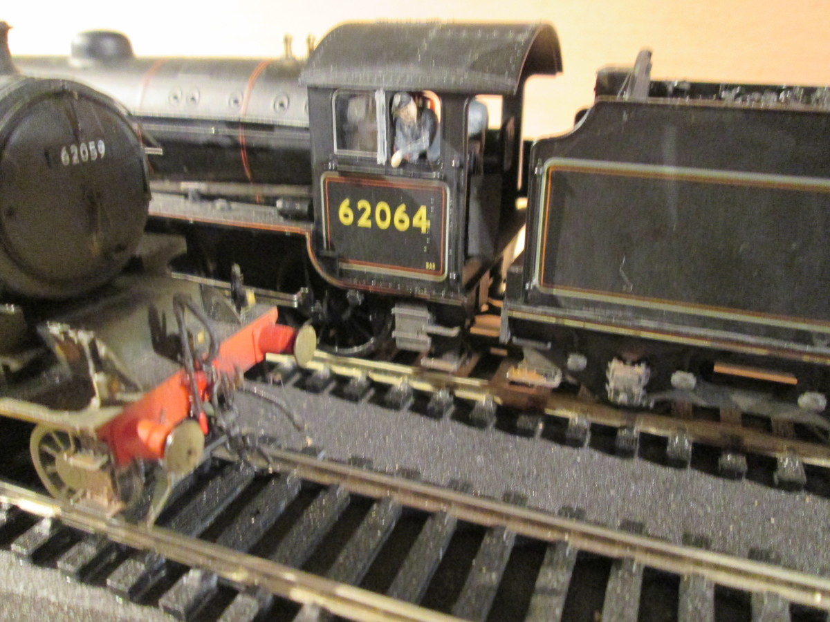 Driver on 62064 leans out as 62059 nears (ModelU figure)