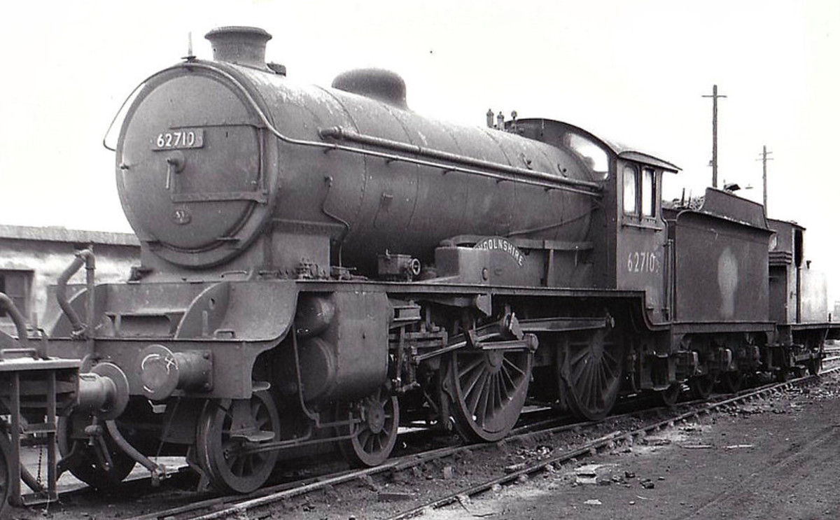 Class D49/1 62710 'Lincolnshire' - the earlier ('Shires') engines were as designed. Some out-shopped later were converted to D49/2  'Lincolnshire' was shedded in early British Railways days at Hull Botanic Gardens (53B)