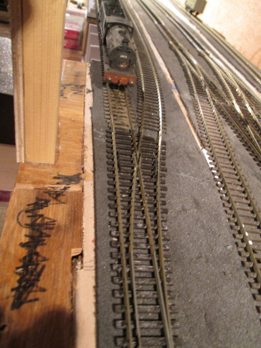 The shunt roads from the right-hand point a short train's length back from the departure point off the Up running line from the freight/goods/mineral fiddle yard - 'kink' sorted.