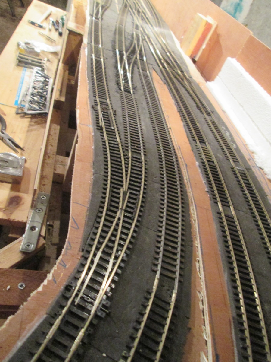 The junction starts on Unit 3 towards Unit 4. Points have been installed on the parcels/passenger side as well as on the goods, freight and mineral side, Up and Down. This is the view Up, with a curved left-hand point leading to the coal depot