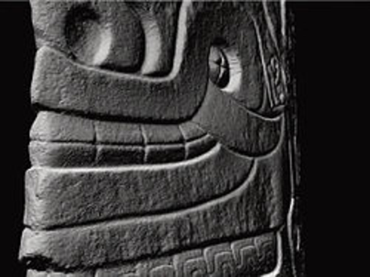 Close-up of the Lanzon idol