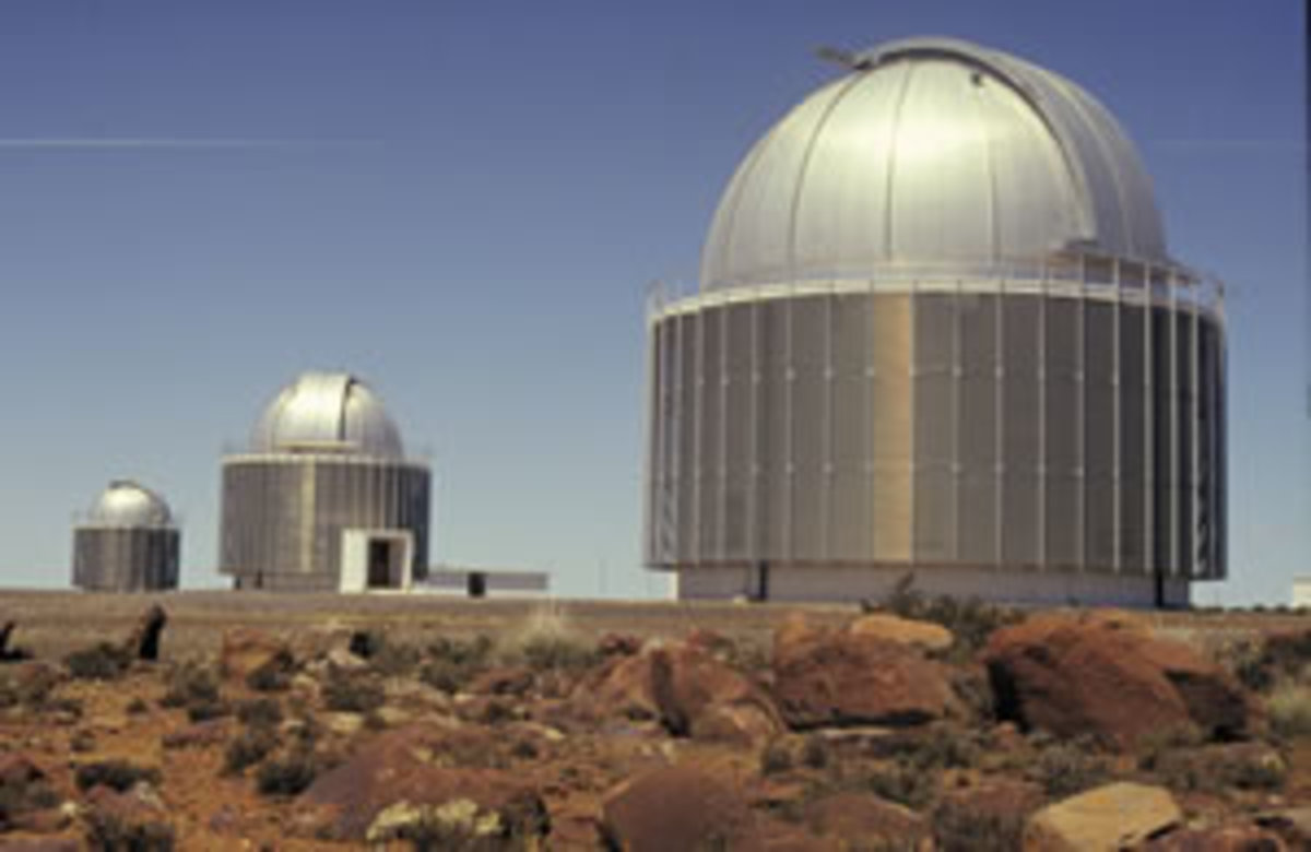 The observatory at Sutherland. Image from http://www.sa-meanders.co.za/pubphp/town.php?x_town_id=768