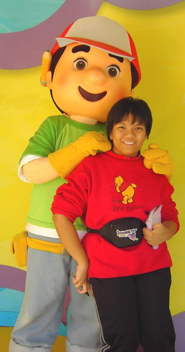 Handy Manny and I know how to dress for cool weather at Disney's Hollywood Studios: long pants, T-shirt, and sweatshirt.