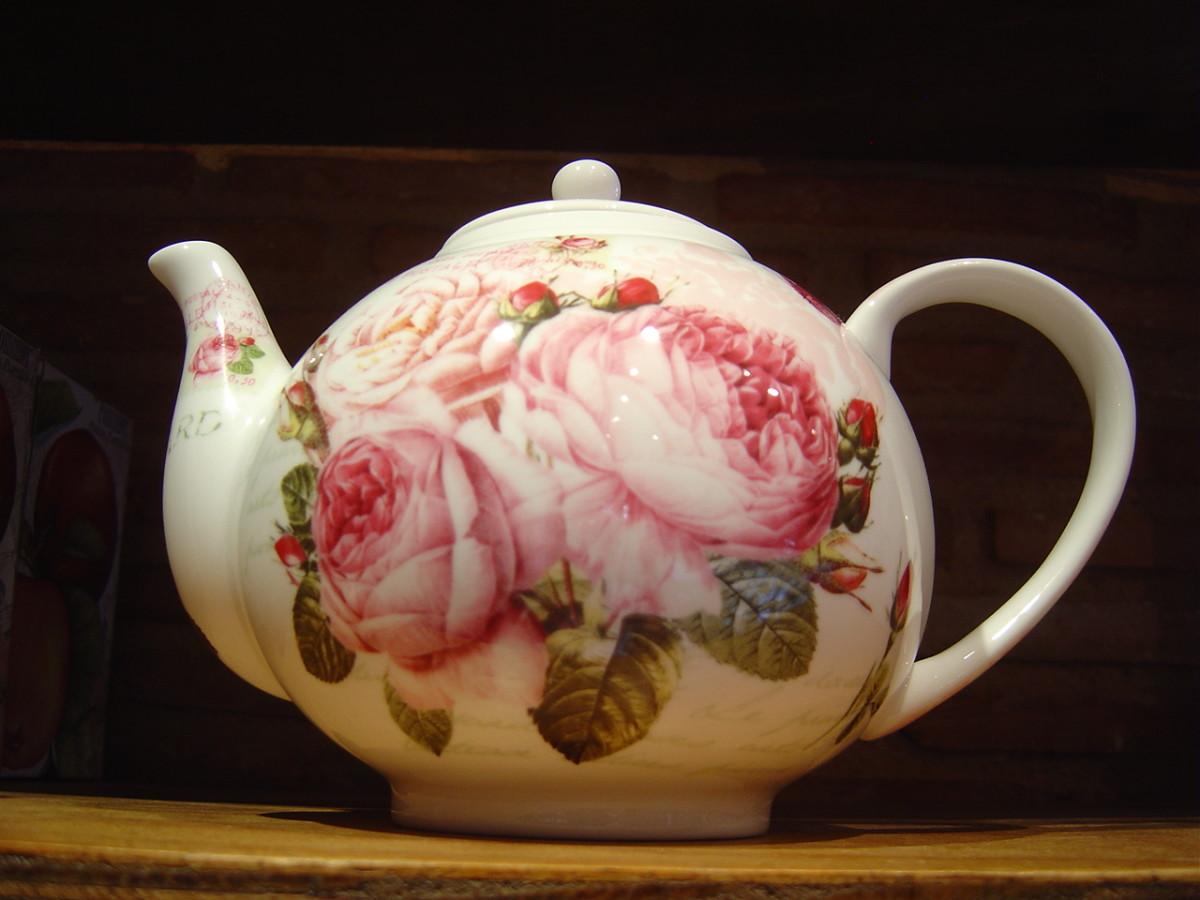 Teapot - Limoges Porcelain from Maison de porcelain  Aix-sur-Vienne