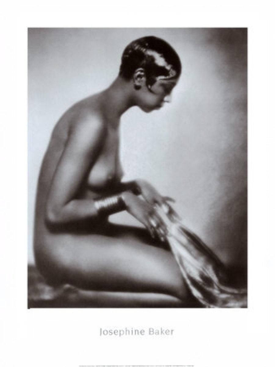 Dancer Josephine Baker sports the 'Eton Crop'...looks swell on her.