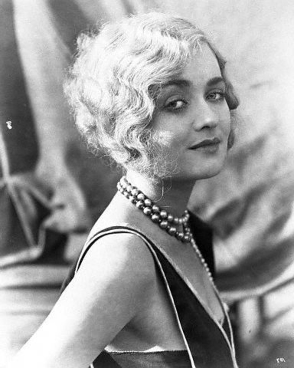 Actress Constance Bennett...bags of 20's style.