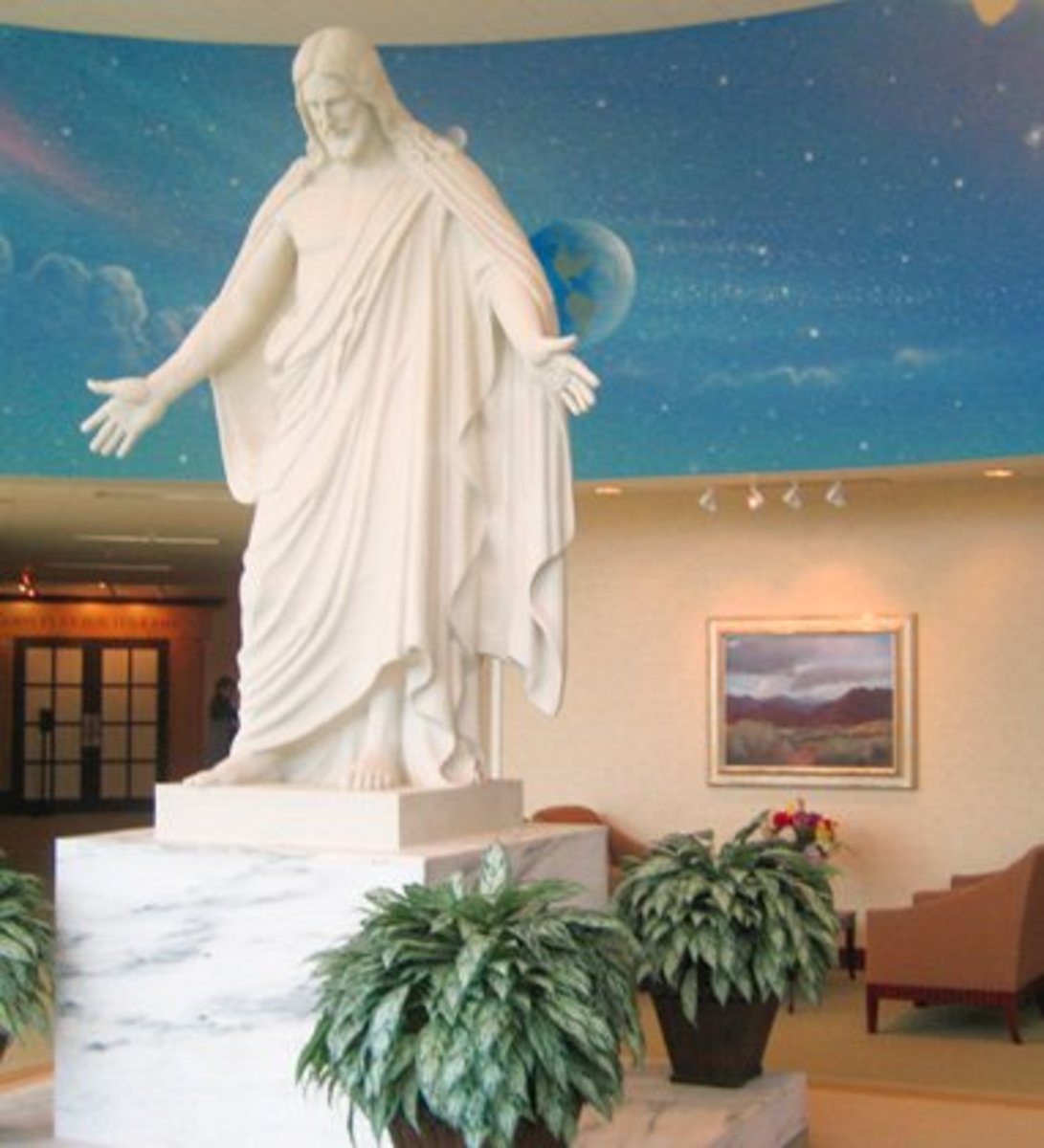 A replica of Thorvaldsens Christus is located inside the St. George Visitor Center.