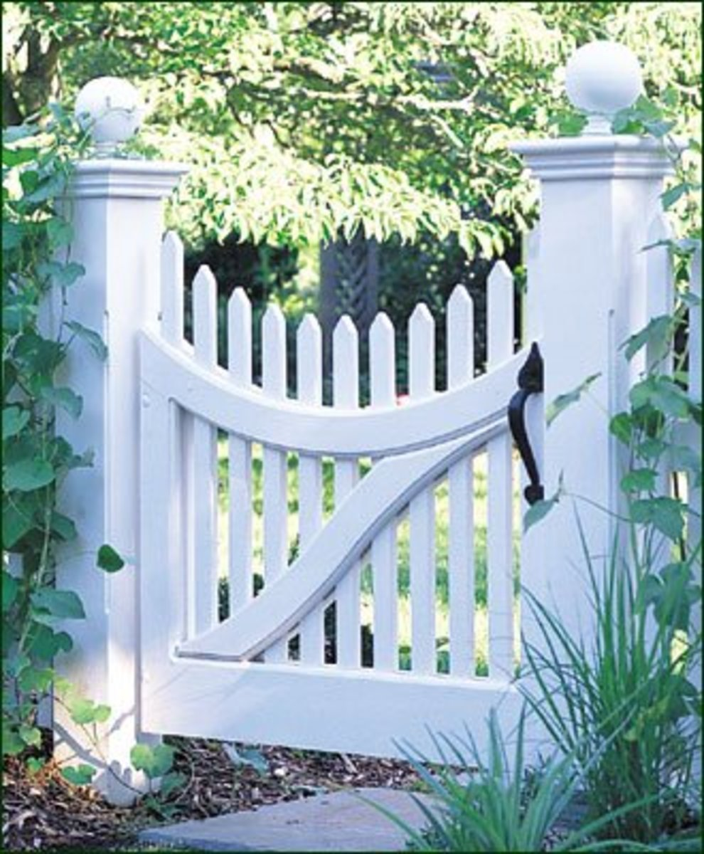 Scalloped Picket Fence Gate