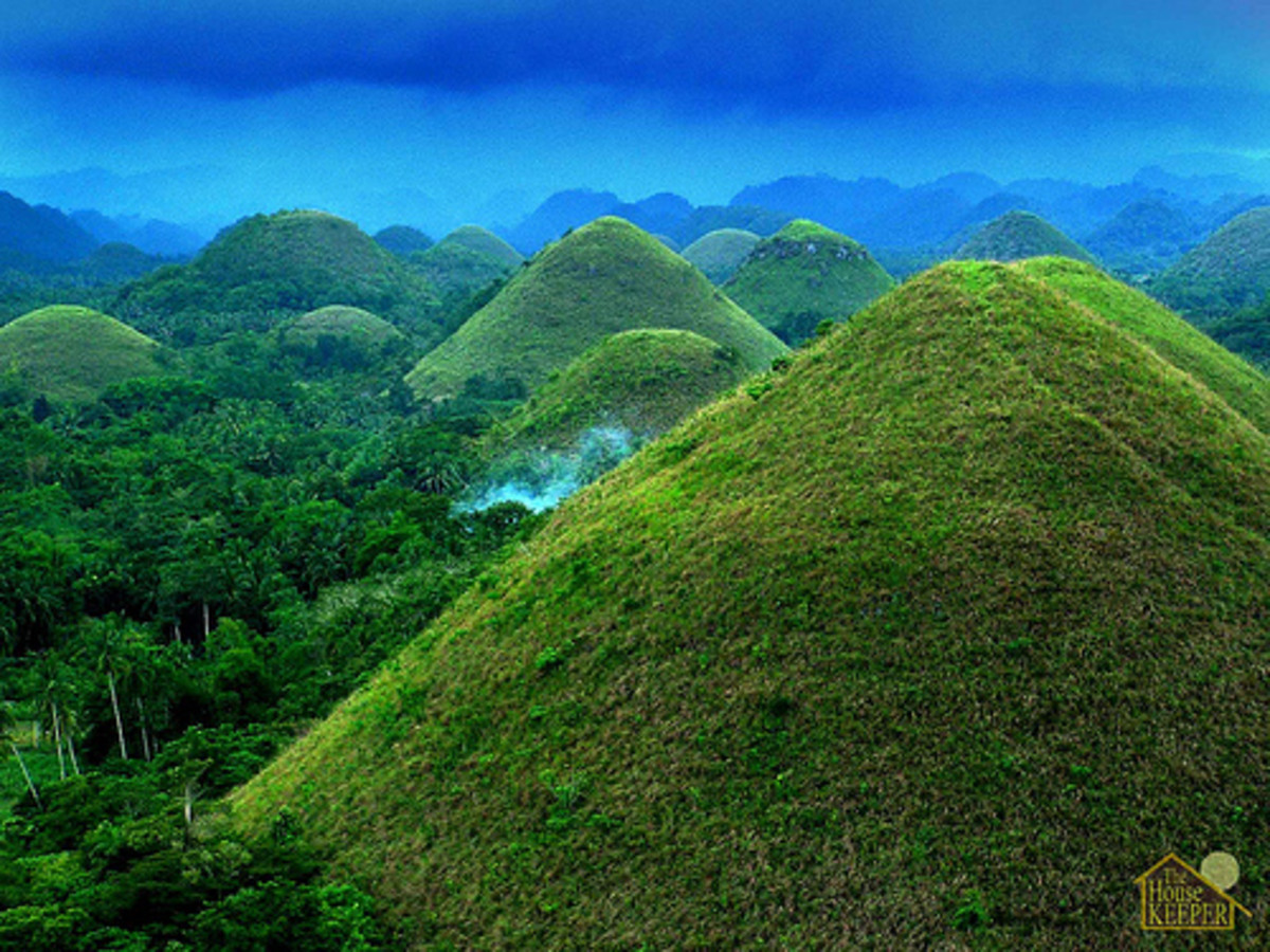 A sight that can be seen nowhere else in the world. Bohol's famous Chocolate Hills.