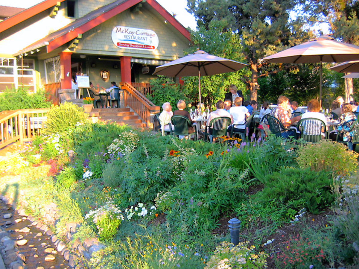 Best Places To Eat in Bend And Redmond Oregon: Central Oregon's Most Pet Friendly Restaurants