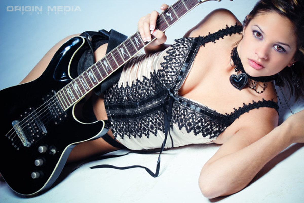 sexy-girl-electric-guitar-players