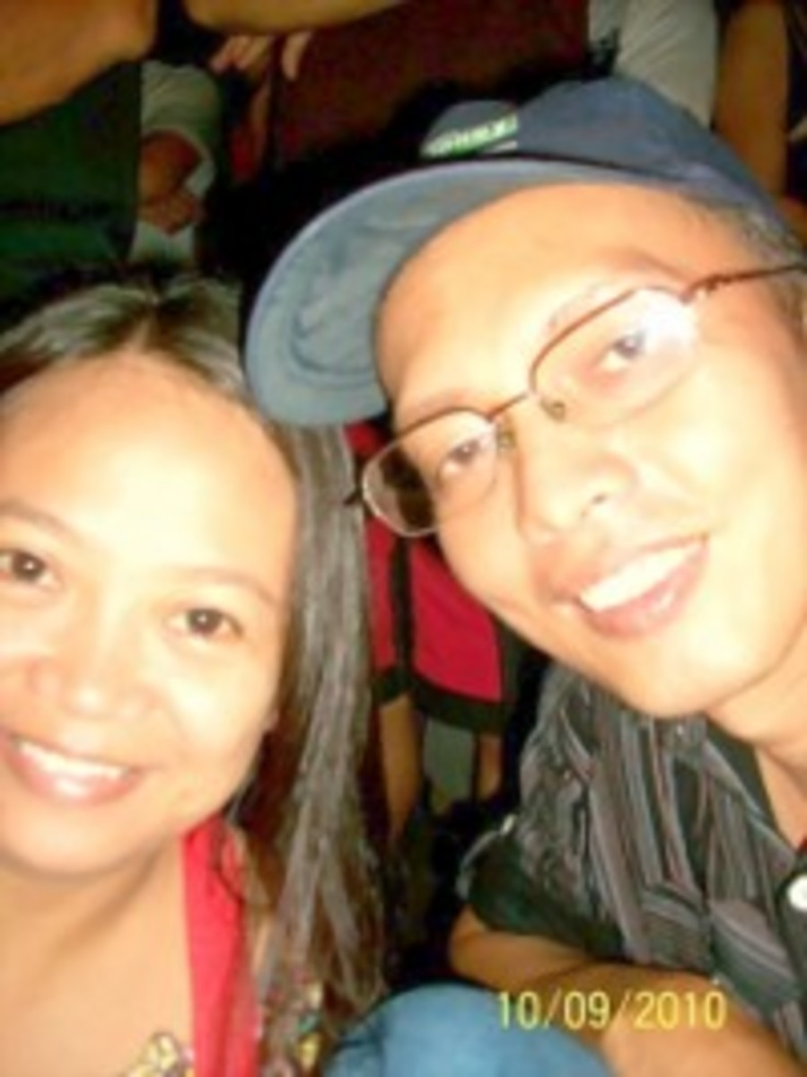 Cousins-in-Crime ...Ning and Ino (aka travel_man1971) taking a  refresher while hearing mass at the jam-packed facade of Naga  City Cathedral