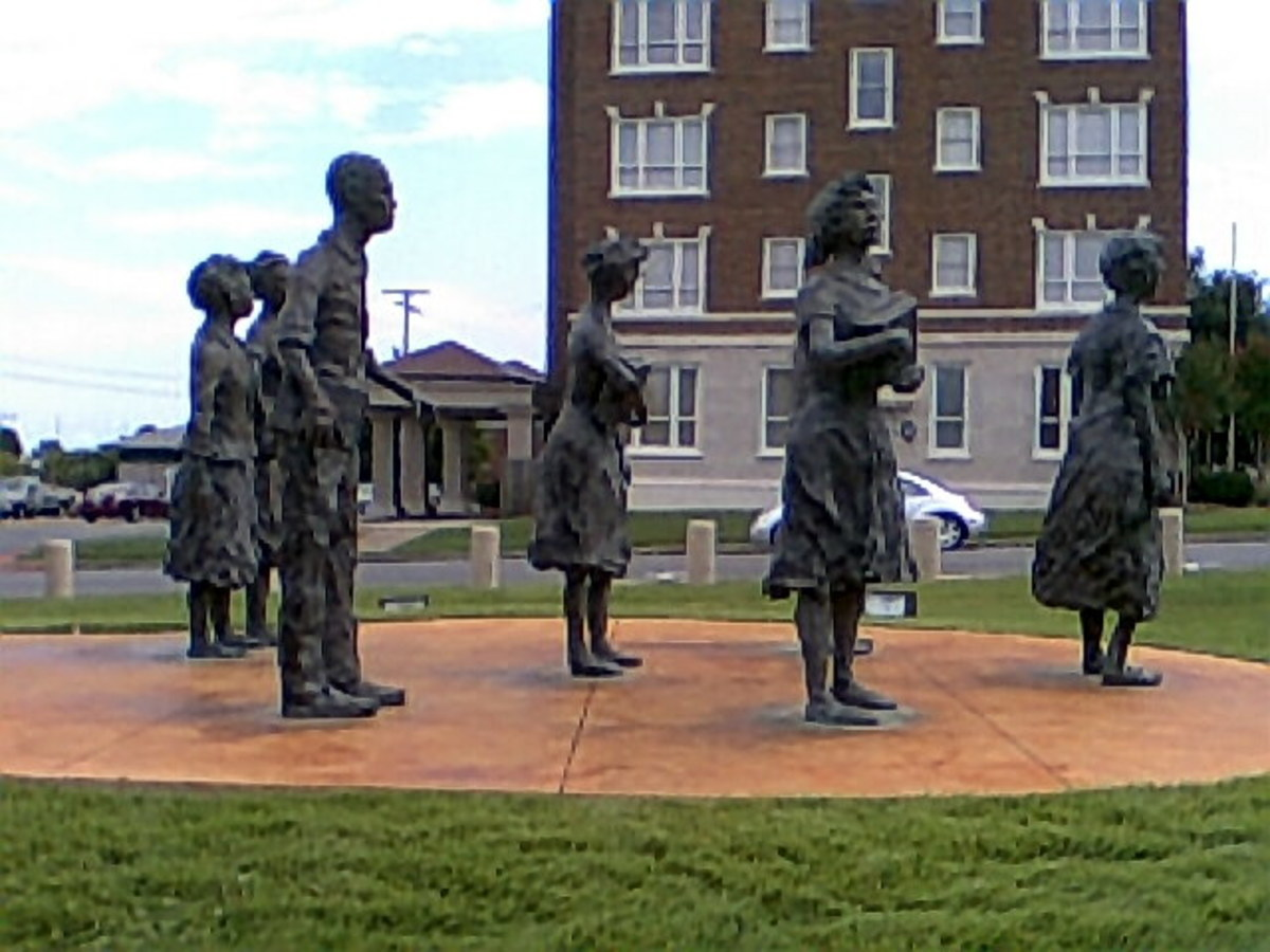 Jefferson Thomas - Passed on 9/7/10 Elizabeth Eckford placed the wreath on the statue, to identify which one he was.