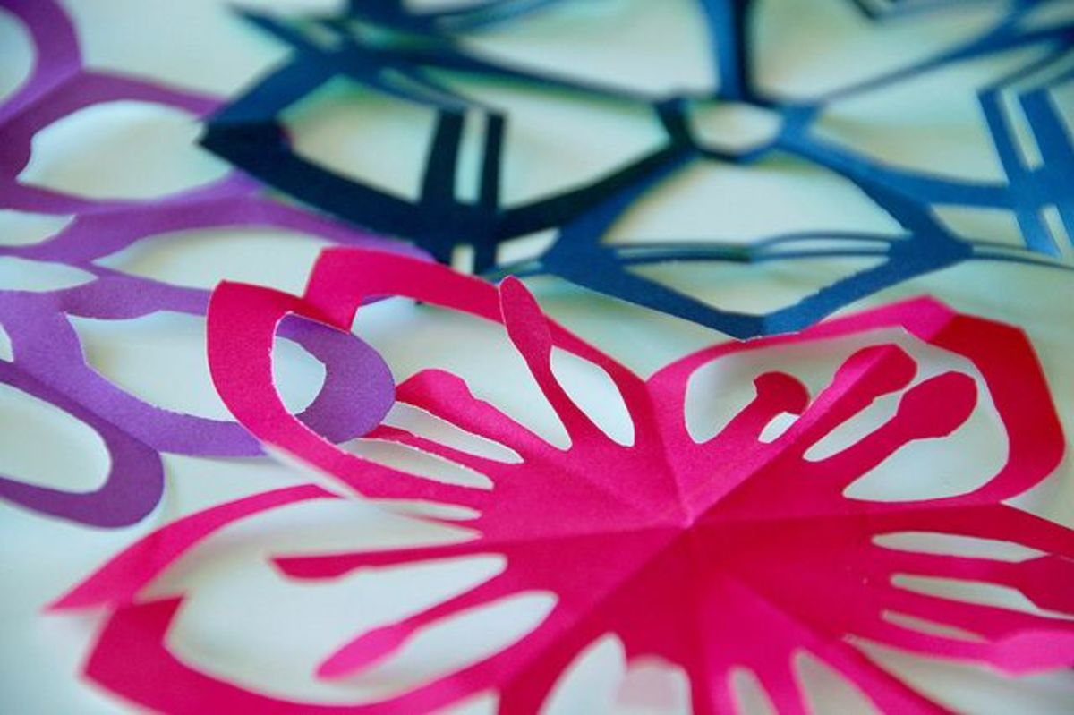 paper-cutting-art-techniques-how-to-cut-intricate-patterns-projects-for-beginners