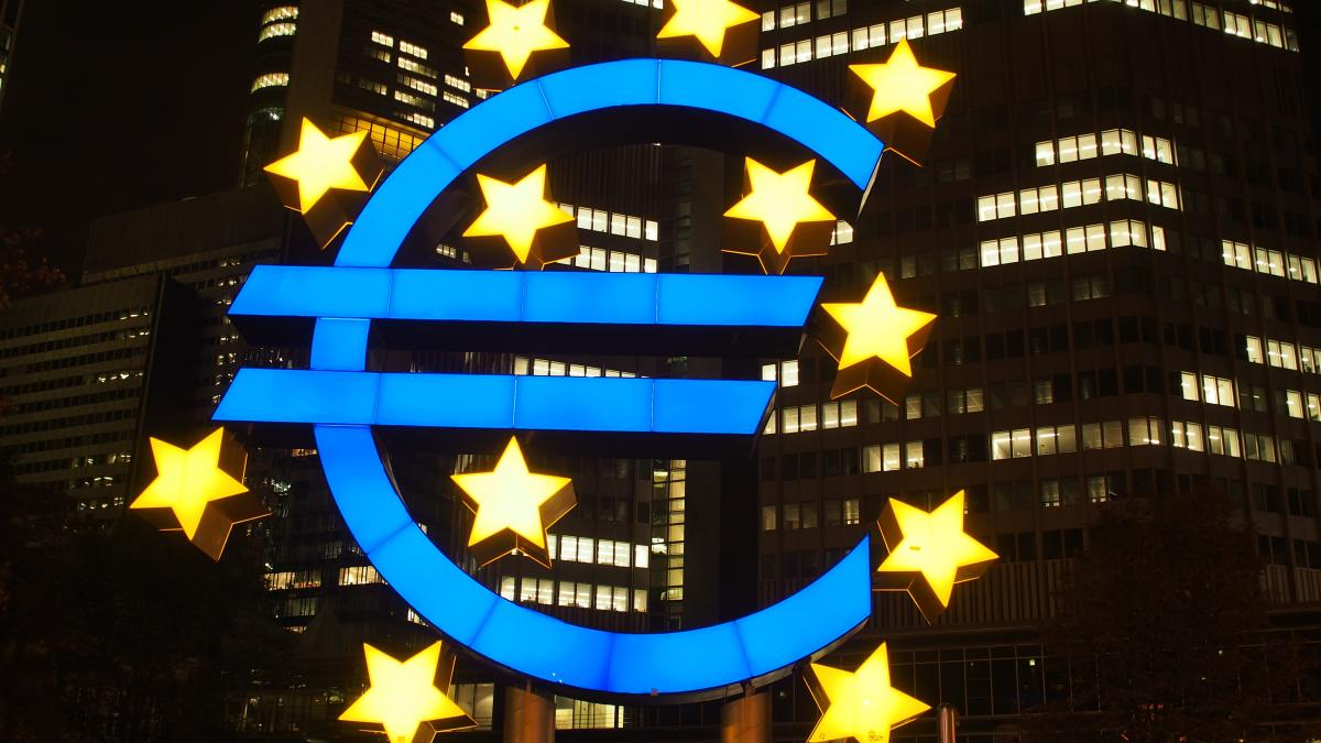 Will the euro reunite Europe?