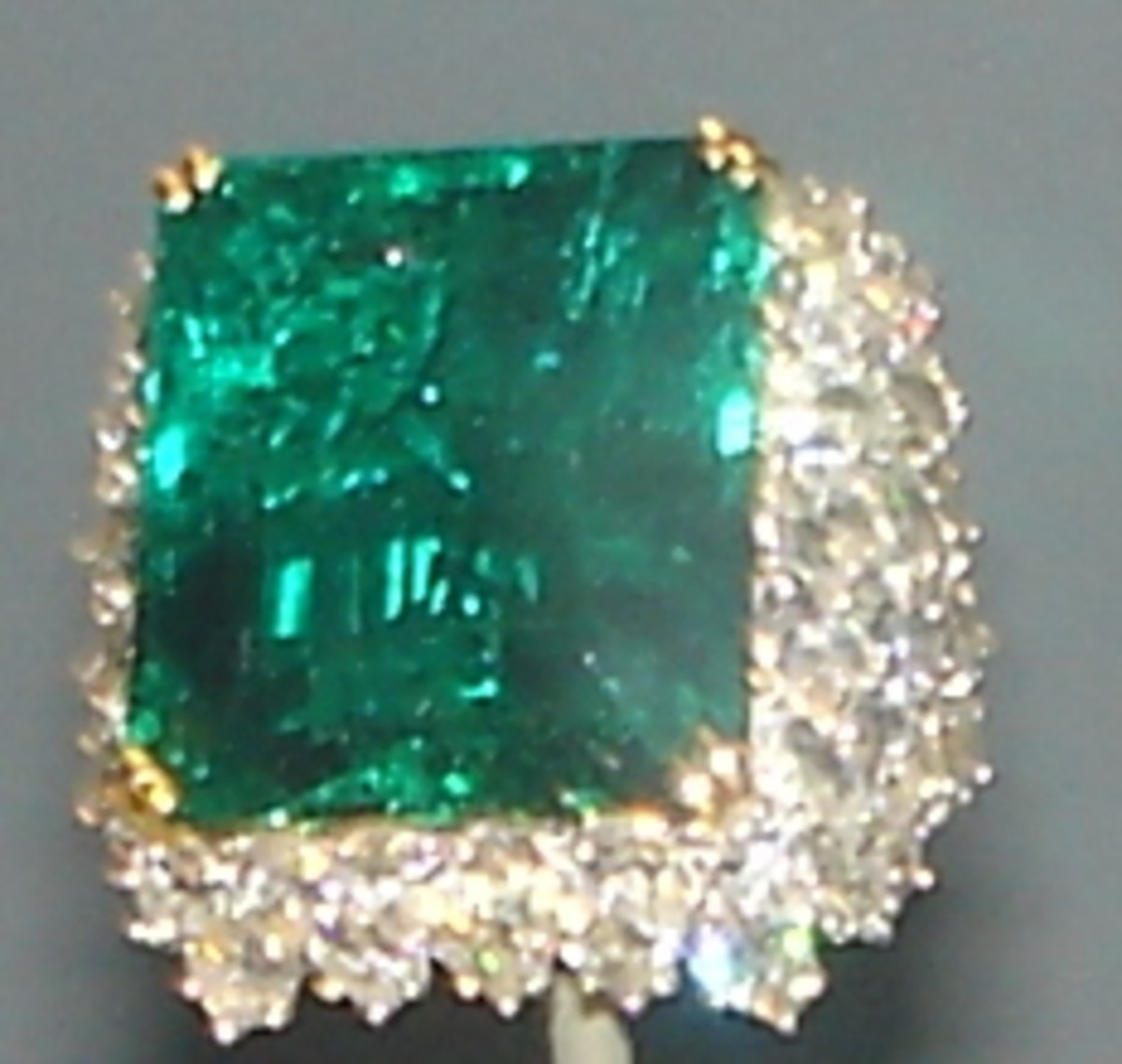 The Chalk Emerald is another famous  Colombian emerald weighing 37.82 carats.