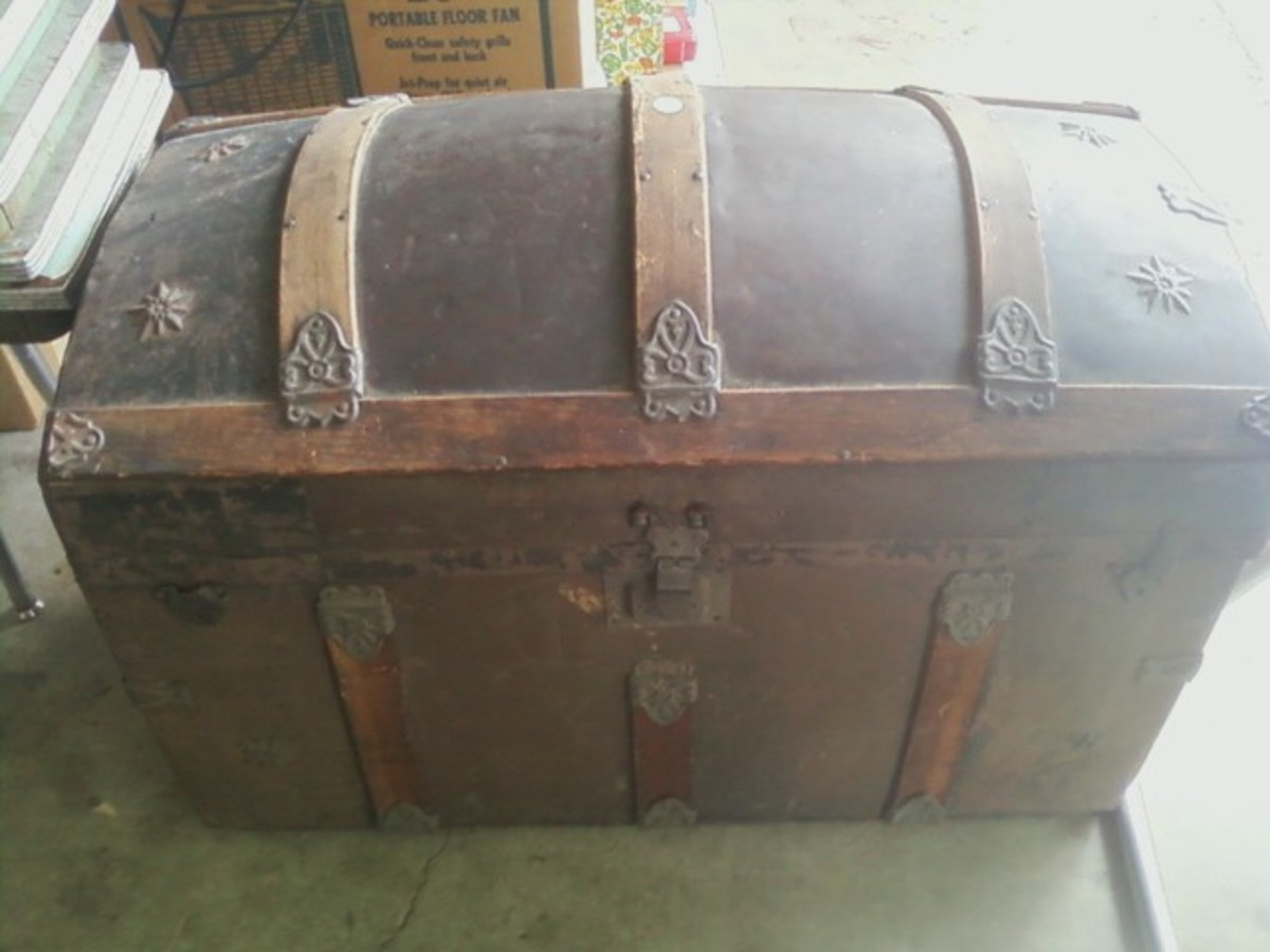 Rare Antique Victorian Steamer Domed Trunk W Rare Tray & Paintings Inside