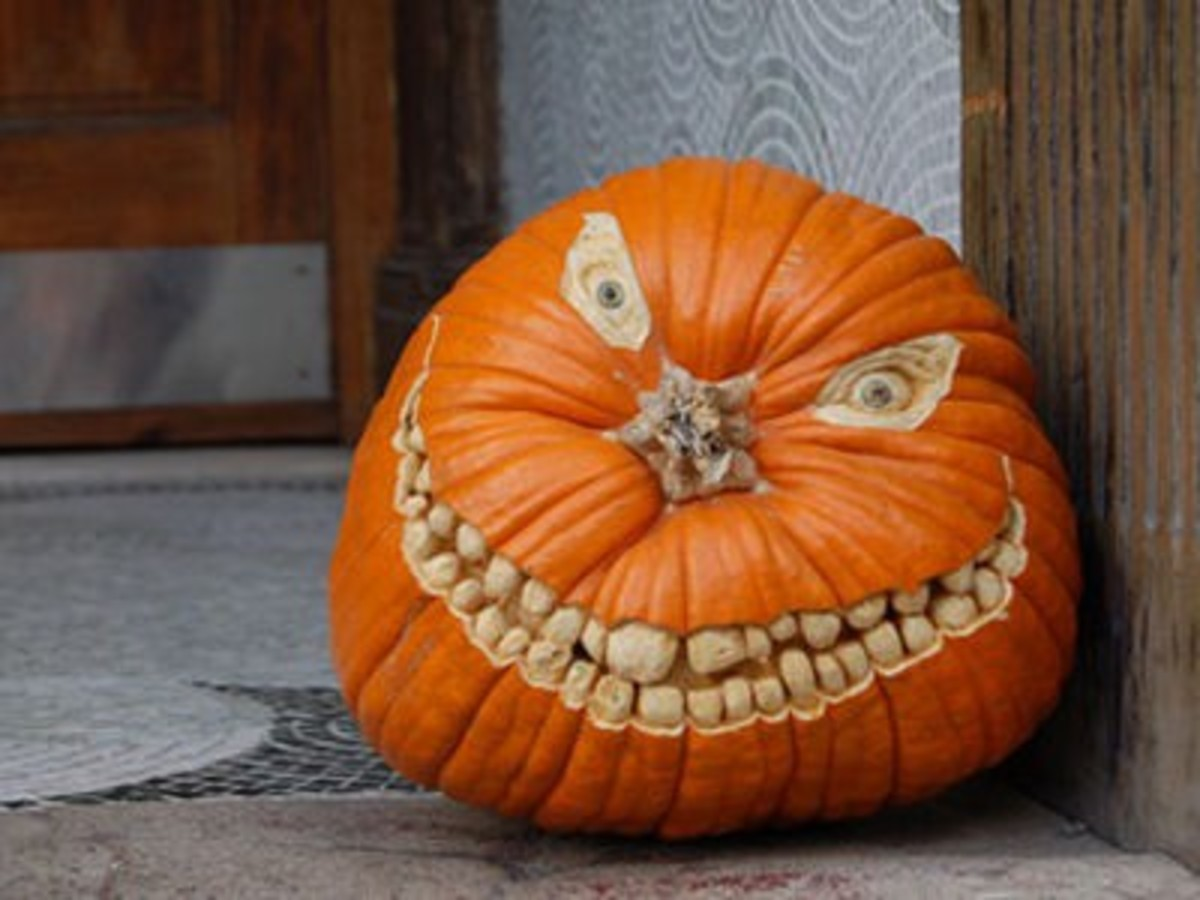 Check Out This Spooky Toothy Jack O' Lantern.  This guy is such a cool Jack O' Lantern