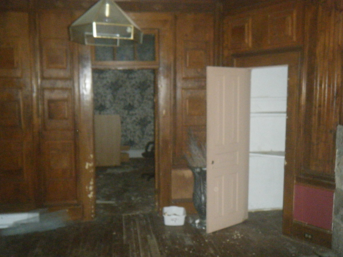 The office of Harvey Barris where over $4000 in bloody $20 bills was found. As much as $100,000 may have been in the desk of Harvey Barris  in this room.