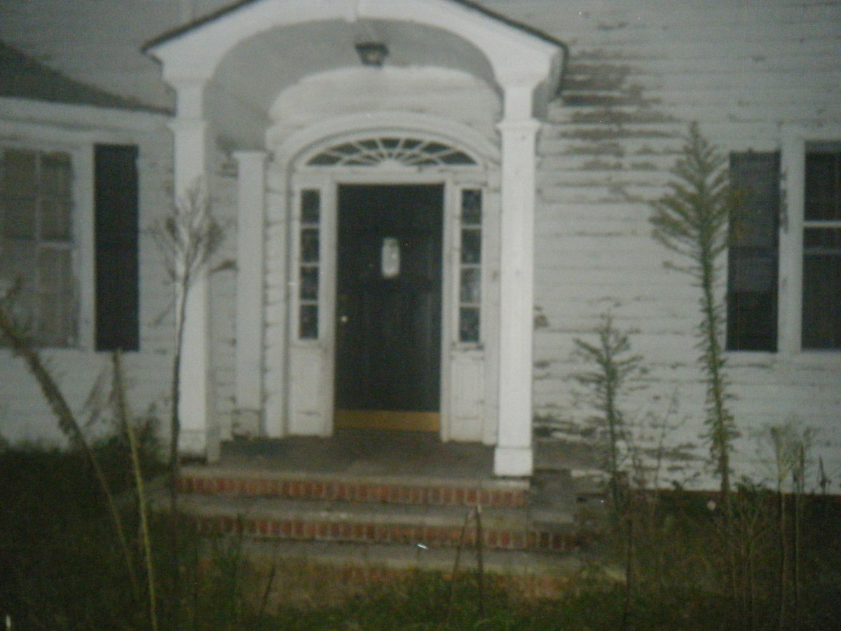 On Halloween Night 1961 This House Was The Scene Of A Horrific Triple Murder. Two Peoples Heads Were Cut Off And Rolled Down The Steps. A 94 year old woman's body was never found.