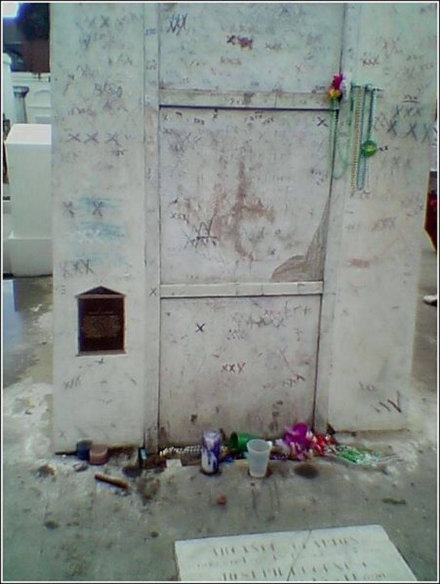 Tomb of Marie Laveau, St. Louis Cemetery 1, New Orleans