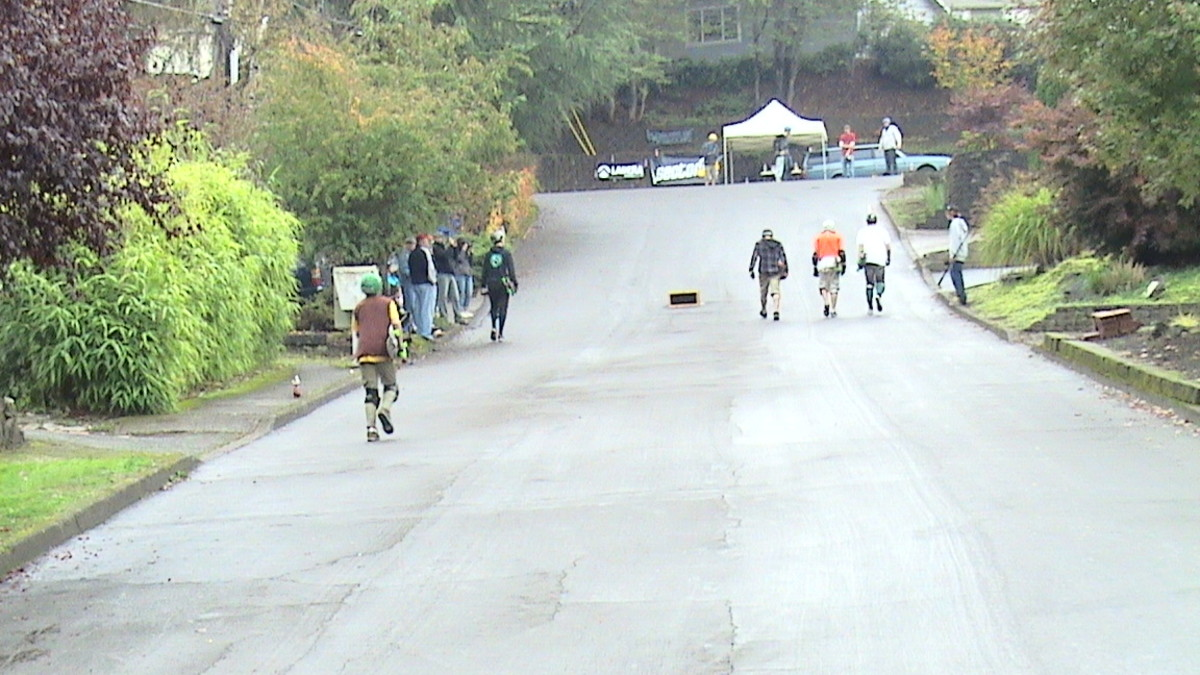 extreme-long-board-skating-competition-on-wet-slope