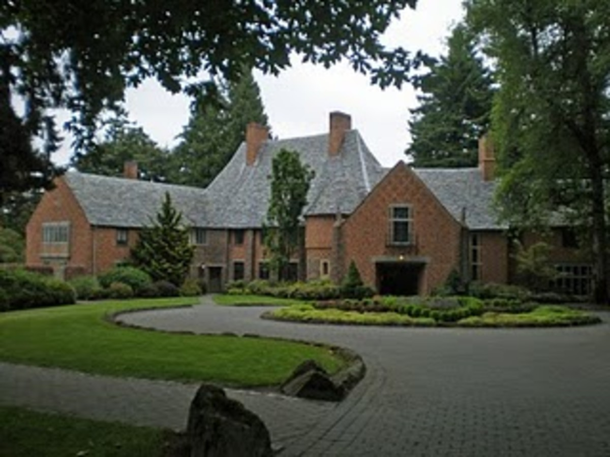 Frank Manor House on the Campus of Lewis and Clark