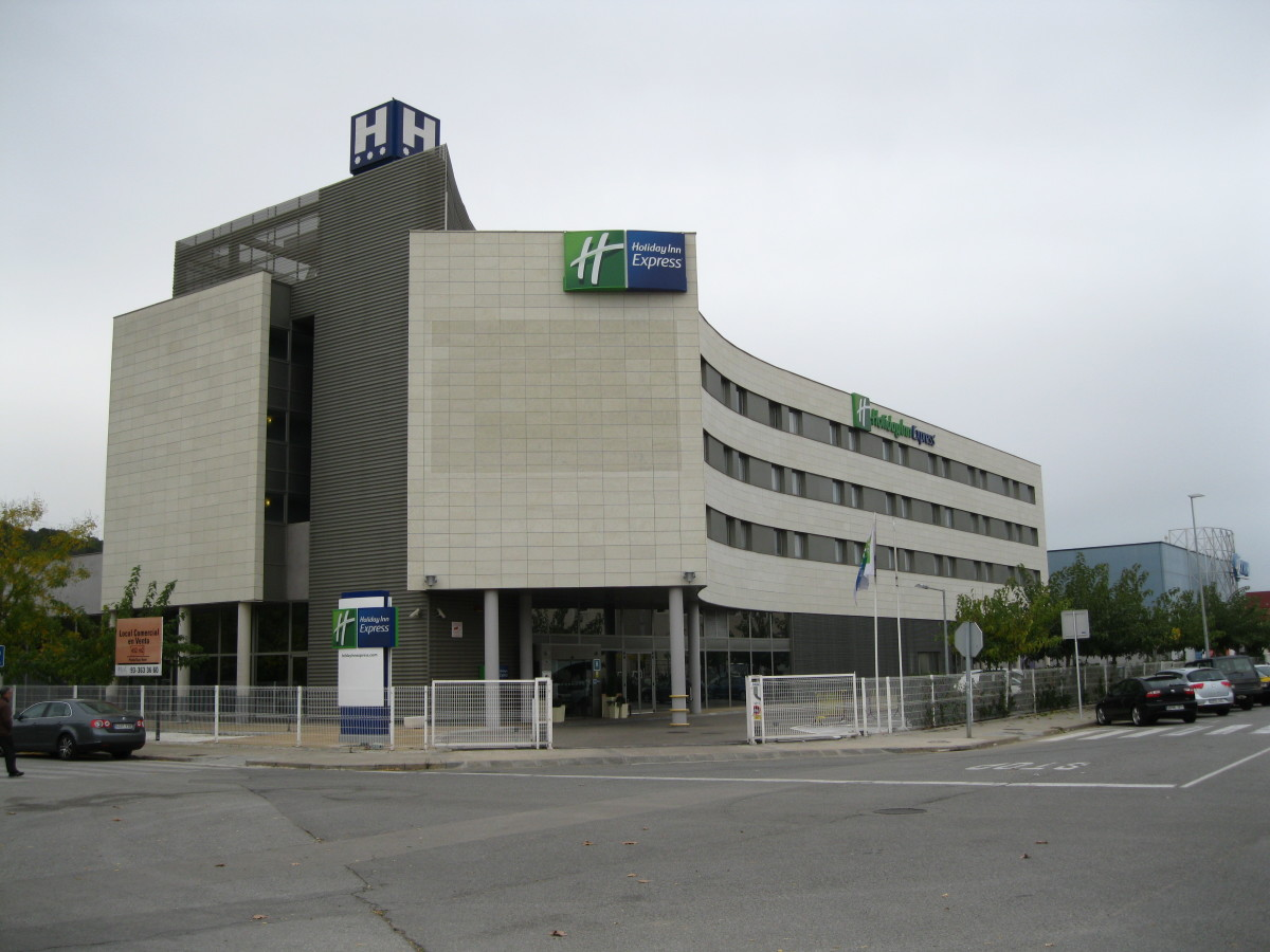 Holiday Inn Express in Barcelona, Spain from where this Hub was published.
