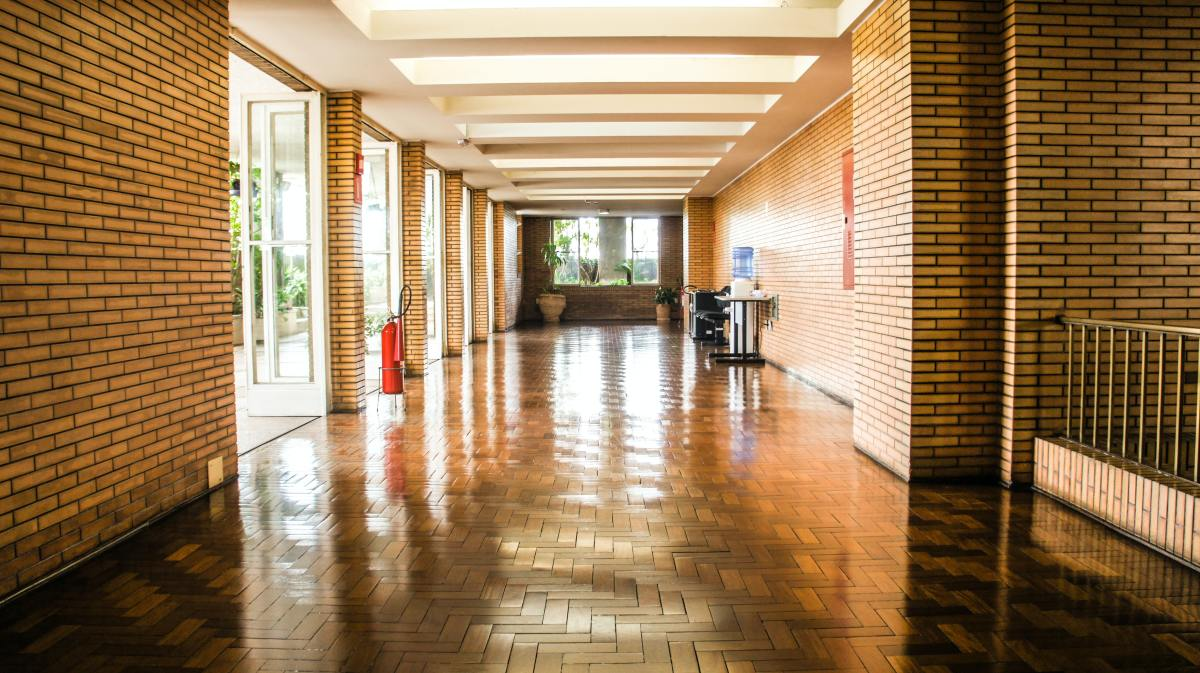 Carefully designed hallways, corridors and rooms that allow natural light to illuminate the inside space offer huge opportunities for energy savings through lighting automation.