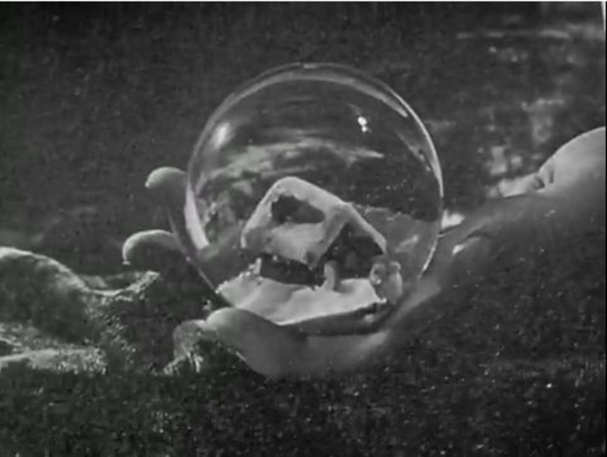 Movie: Citizen Kane (1941-RKO Radio Pictures) Opening Scene with Christmas Snow Globe