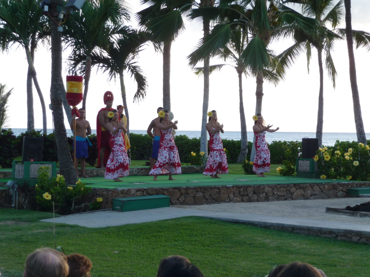The King and dancers beginning the Imu Ceremony at Paradise Cove Luau