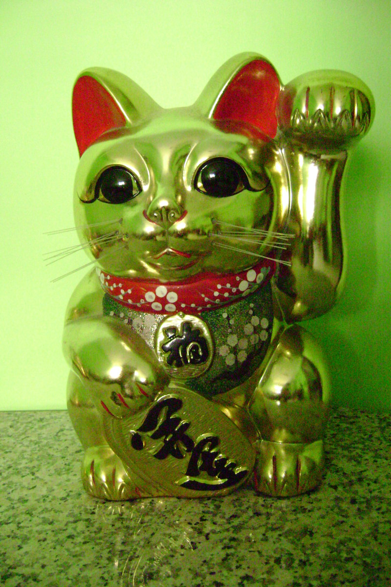 What is the meaning of Maneki Neko cat?