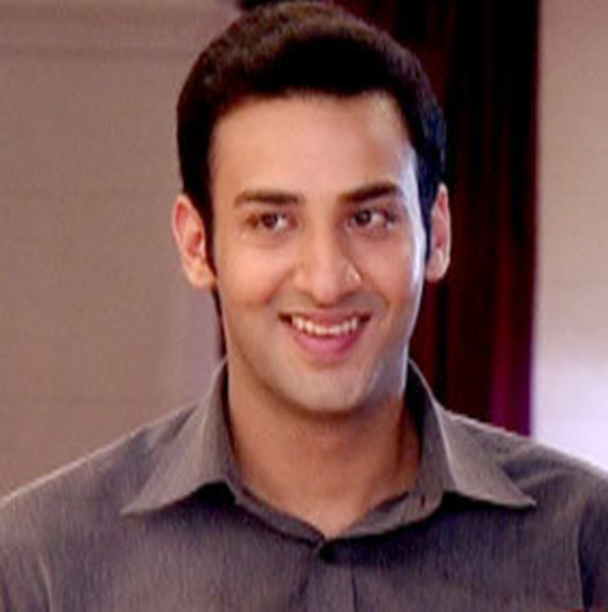 Kanan Malhotra as Divya's Brother Aditya