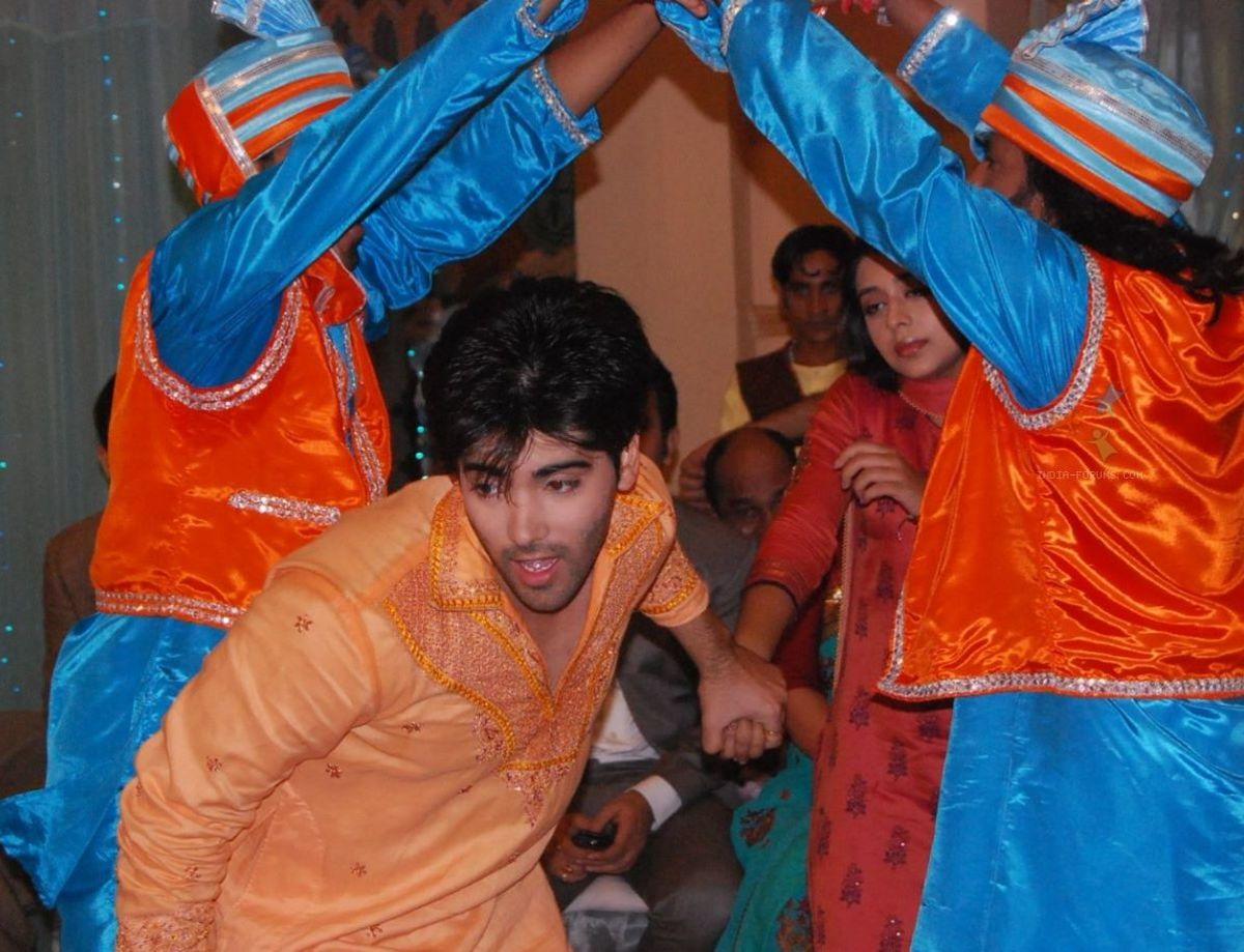 Viren and Nivedita Bhangra