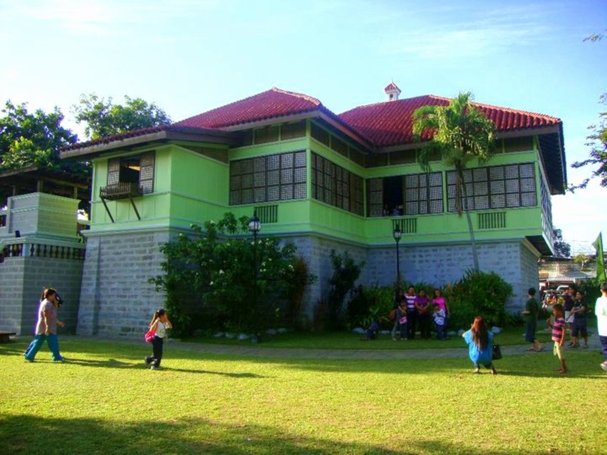 I want a house like this even in this century :) I just love the windows made of capiz...
