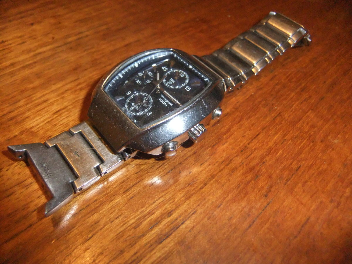 My old Seiko watch, now only fixed and worn for special occasions (currently awaiting repairs)