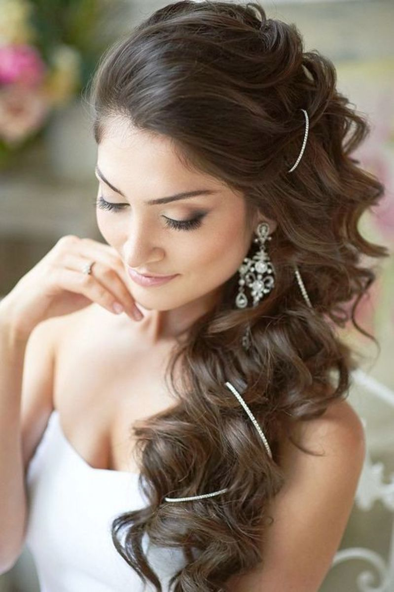 Pretty loose waves as a wedding hairstyle