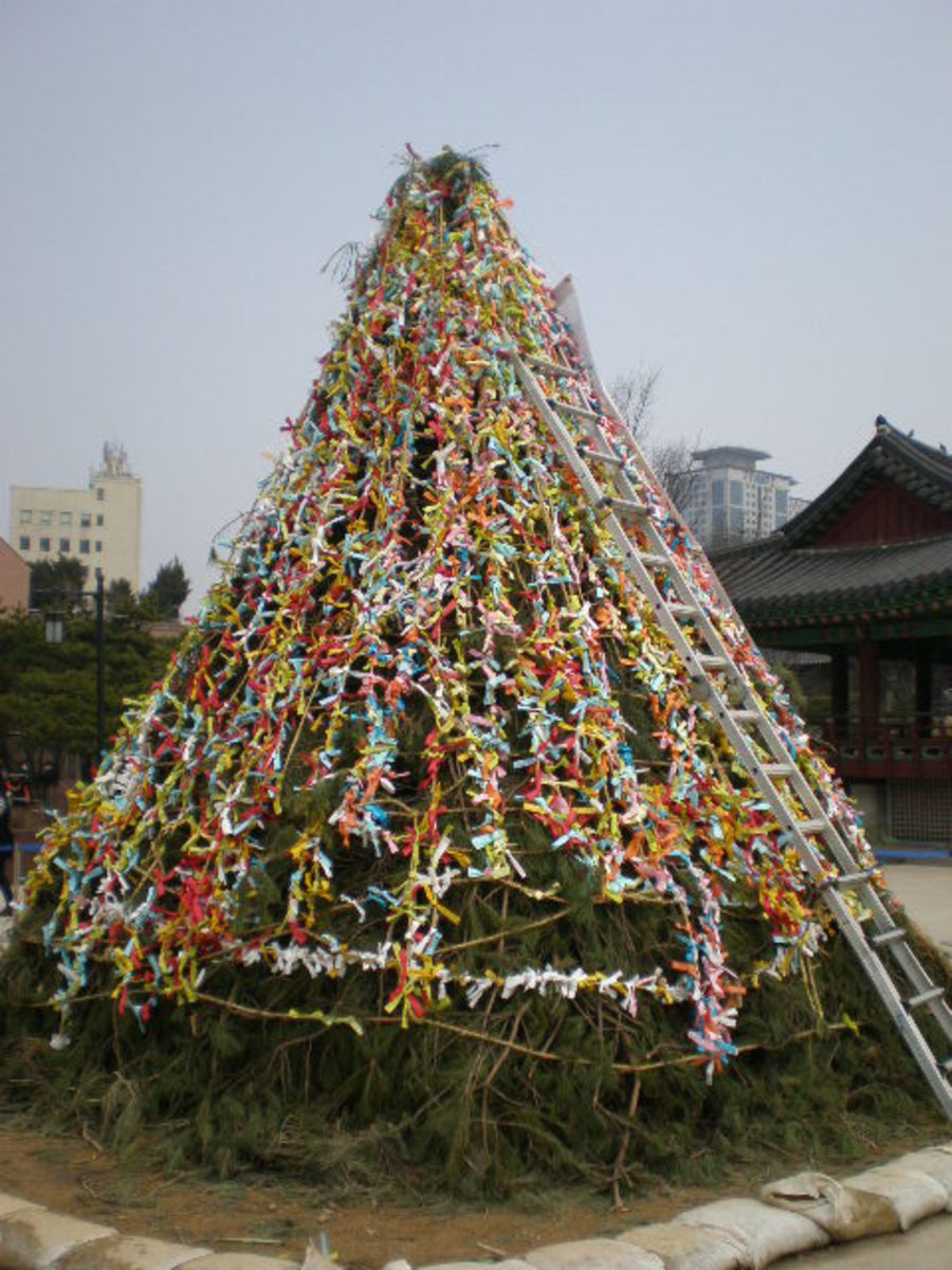 Wishing Tree at  Bukhon Hanok Village, Seoul.