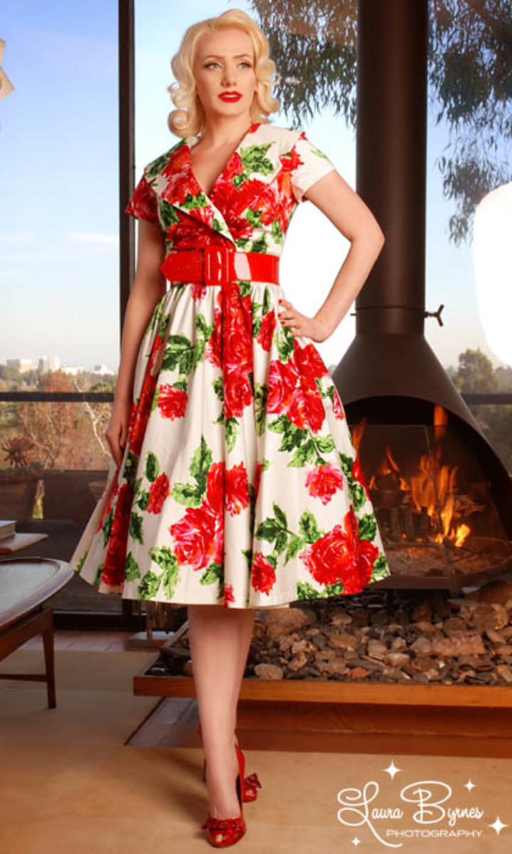 A full skirt and wide belt creates the illusion of a smaller waist.
