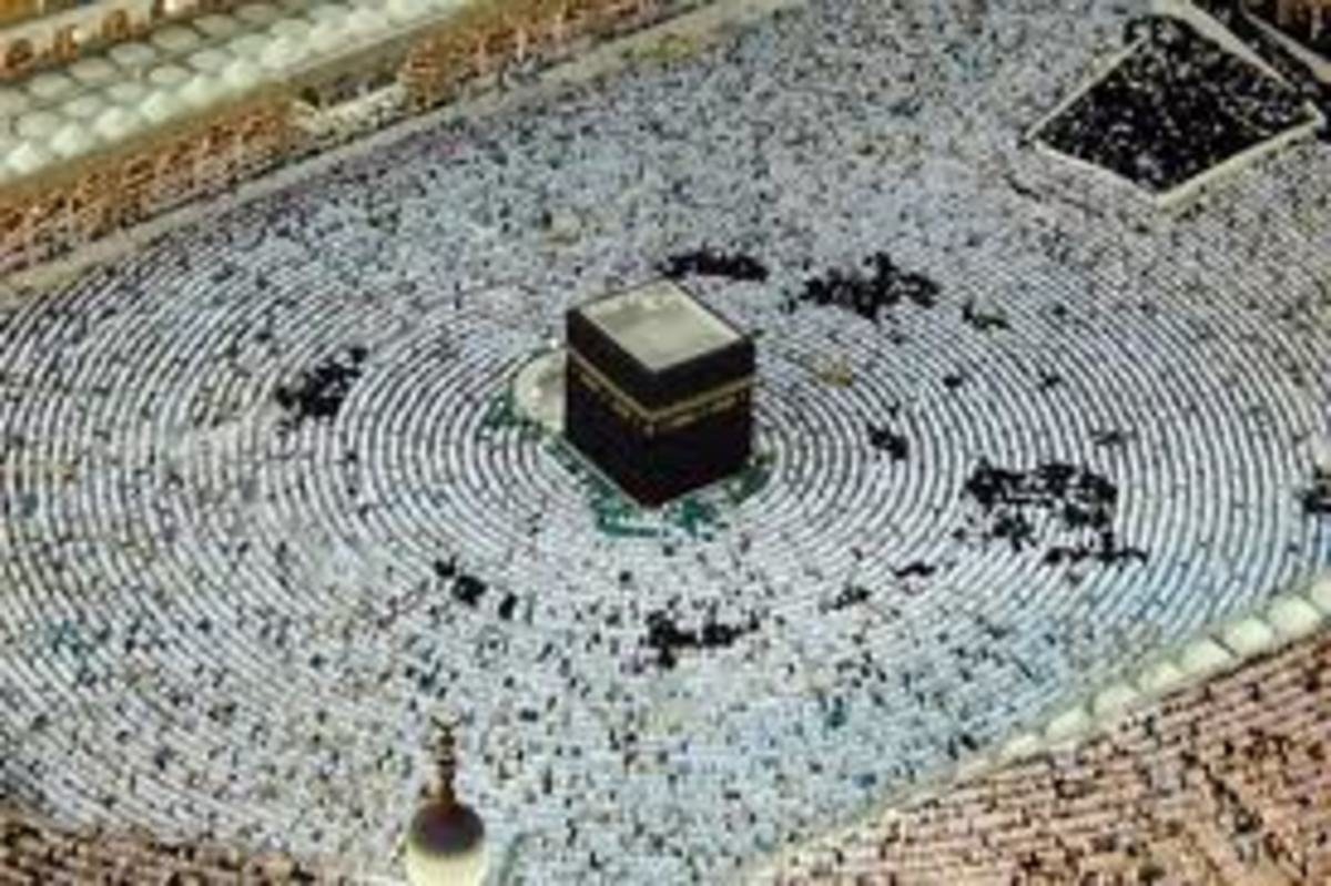 The angel fell from the sky on to the top of the Ka'ba in the centre of the picture at night
