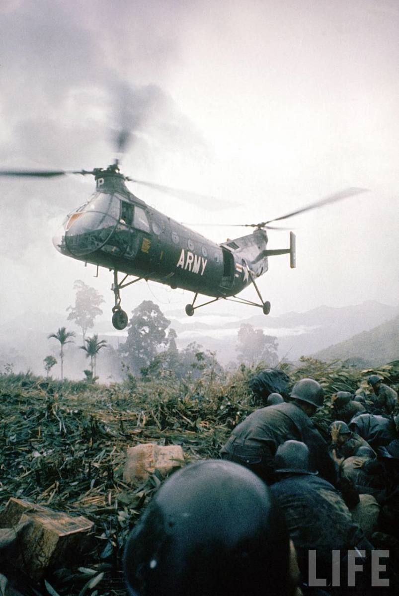 U.S. ARMY HELICOPTER AND TROOPS IN VIETNAM